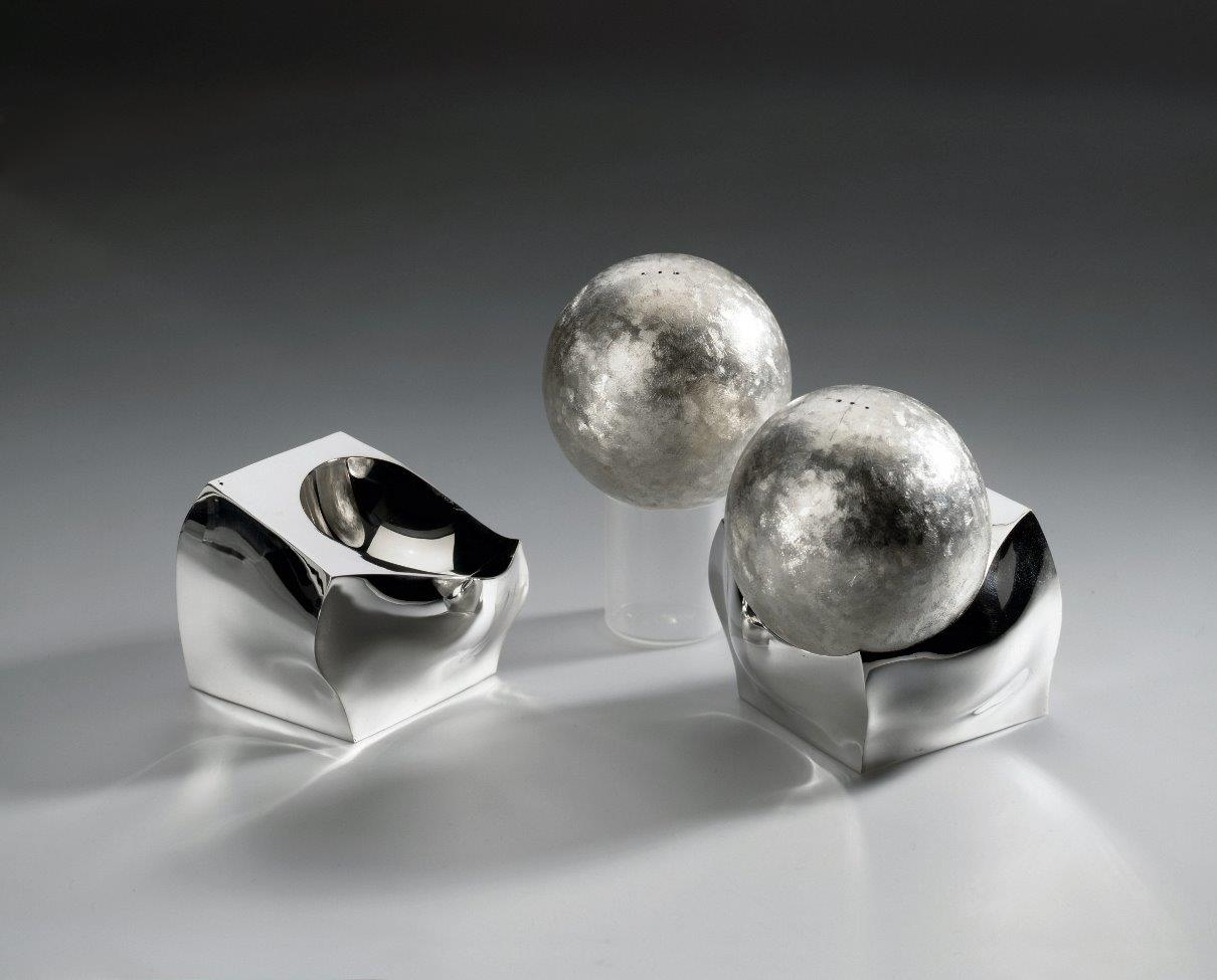 Silver salt and peper shakers Sphere Cube designed and executed by silversmith Wouter van Baalen, Schoonhoven 2003